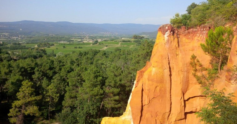 Private full day tour Avignon and Luberon villages